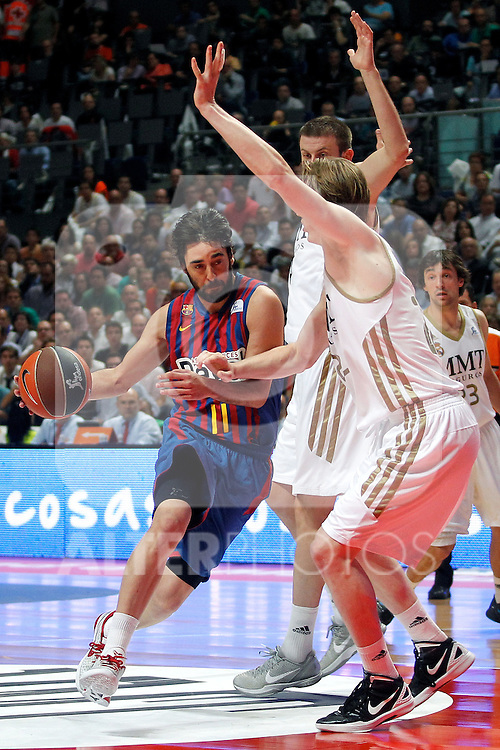 Real Madrid's Kyle Singler (r) and FC Barcelona Regal's Juan Carlos Navarro during Liga Endesa ACB Play-Off Final matchs.4th Game. June 13,2012. (ALTERPHOTOS/Acero)
