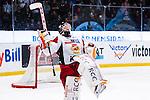 Stockholm 2013-12-28 Ishockey Hockeyallsvenskan Djurg&aring;rdens IF - Almtuna IS :  <br /> Almtuna m&aring;lvakt Erik Hanses jublar efter att ha r&auml;ddat den avg&ouml;rande straffen i straffl&auml;ggningen mot Djurg&aring;rdens IF<br /> (Foto: Kenta J&ouml;nsson) Nyckelord:  jubel gl&auml;dje lycka glad happy