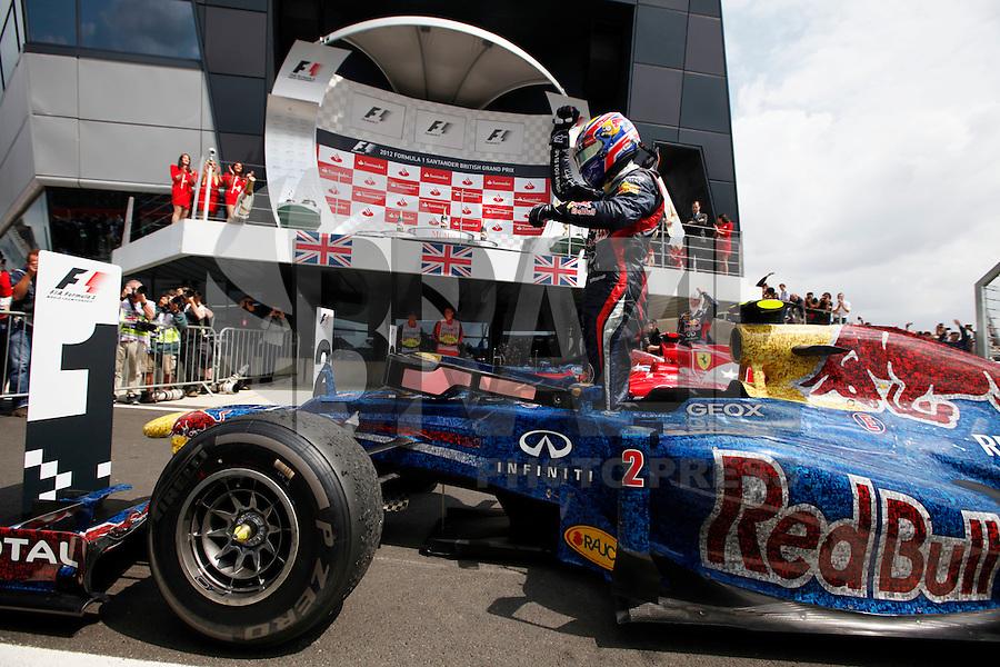 SILVERSTONE, INGLATERRA, 08 JULHO 2012 - FORMULA 1 - GP DE SILVERSTONE -  O piloto australiano Mark Webber da equipe Red Bull comemora vitoria  no Grande Premio de Silverstone em Silverstone na Inglaterra neste domingo, 08. (FOTO: PIXATHLON / BRAZIL PHOTO PRESS).