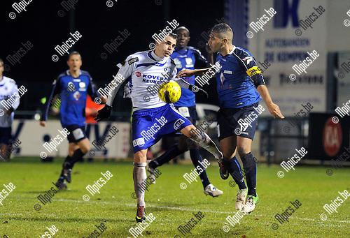 2012-12-15 / Voetbal / seizoen 2012-2013 / Heist - Bousso Dour / Simon Vermeiren (Heist) gaat in duel..Foto: Mpics.be
