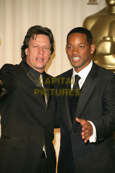 GAVIN HOOD & WILL SMITH.The 78th Annual Academy Awards - Press Room, held at the Kodak Theatre, Los Angeles, California, USA, .5th March 2006..oscars half length  .Ref: ADM/RE.www.capitalpictures.com.sales@capitalpictures.com.©Russ Elliot/AdMedia/Capital Pictures.