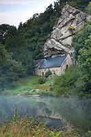 France, Morbihan (56), vallée du Blavet, Bieuzy-les-Eaux, chapelle Saint-Gildas en bordure du Blavet // France, Morbihan, Blavet Valley, Bieuzy-les-Eaux, chapel St. Gildas