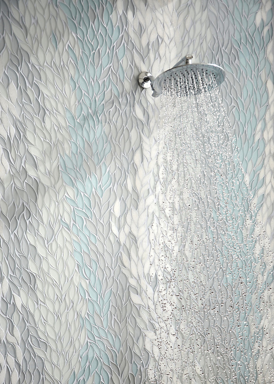 Cascade, a stone and glass waterjet mosaic, shown in Tropical White, Infinity, Island Fog Serenity glass, and polished Snow White stone, is part of the Altimetry® collection for New Ravenna.