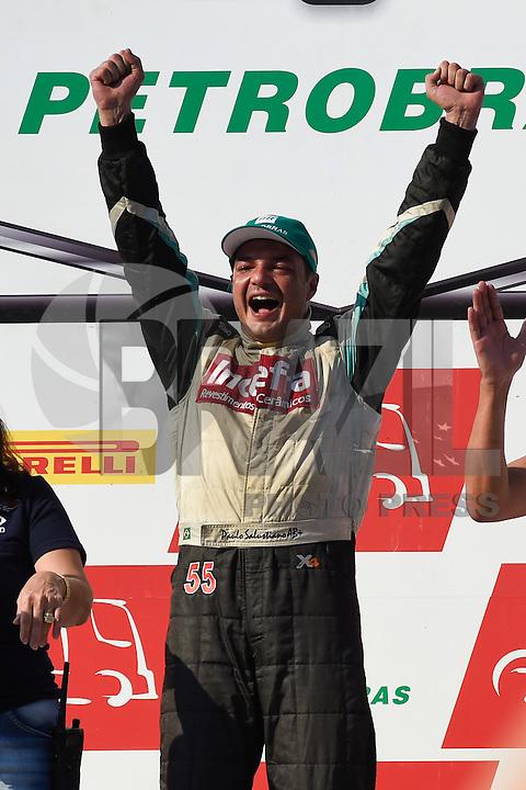 SÃO PAULO, SP, 31.07.2016 - FÓRMULA TRUCK - Piloto Paulo Salustiano coemora a vitória na sexta etapa da Fórmula Truck, realizado no Autódromo de Interlagos em São Paulo, na tarde deste domingo, 31.(Foto: Levi Bianco/Brazil Photo Press)