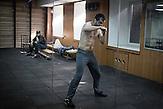 Andrian - Boxer beim täglichen Training im Keller, einer der wenigen jungen Aktivisten, die noch nicht zur Front abgereist sind, Mitglieder des Pravyj Sektor im besetzten Postgebäude in Kiew / Members of the Prawy Sektor in an occupied postoffice.