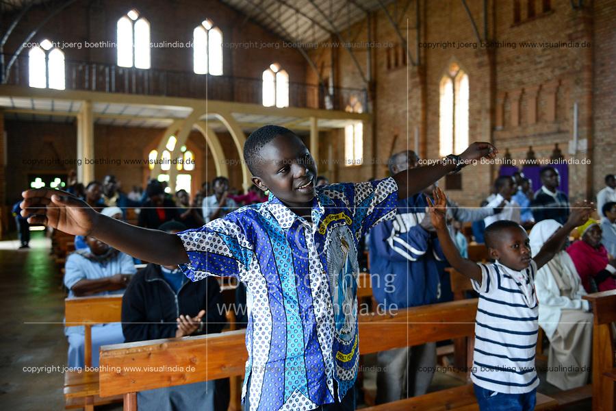 RWANDA, Butare, mass in cathedrale / RUANDA, katholische Kirche, Kathedrale, Sonntagsmesse, Kinder