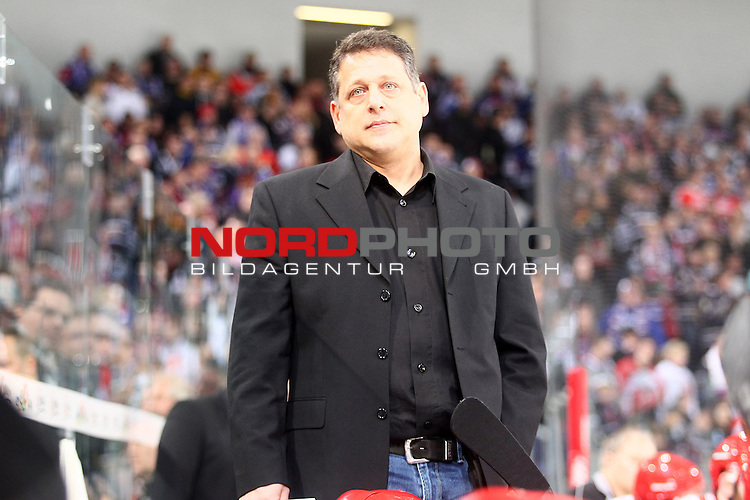 15.12.2013, TUI Arena, Hannover, GER, Oberliga Nord, Hannover Scorpions vs Hannover Indians, im Bild  Lenny Soccio (Trainer Scorpions) (Querformat) (Gestik)<br /> Foto &copy; nph / Schrader