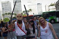 SAO PAULO, SP, 02.11.2013 - ZOMBIE WALK - SAO PAULO - Acontece nesse sábado (02) o Zombie Walk, marcha pública de pessoas fantasiadas de zumbi que acontece em diversas cidades do mundo. O evento surgiu na Califórnia em 2001 e desde 2006 é realizada anualmente em São Paulo, sempre no dia 2 de novembro (Dia de Finados). A concentração neste ano ocorre na Praça do Patriarca. A marcha seguirá pelo centro velho da cidade. (Foto: Amauri Nehn / Brazil Photo Press).