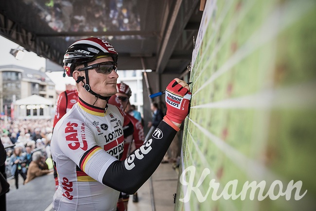 Andr&eacute; Greipel (DEU/Lotto-Soudal) signs on.<br /> <br /> 105th Scheldeprijs 2017 (1.HC)<br /> 1 Day Race: Mol &rsaquo; Schoten (BEL/202km)