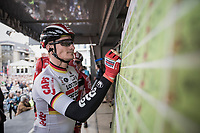 Andr&eacute; Greipel (DEU/Lotto-Soudal) signs on.<br /> <br /> 105th Scheldeprijs 2017 (1.HC)<br /> 1 Day Race: Mol &rsaquo; Schoten (BEL/202km)