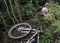 A man sits in the forest after crashing into a tree head first. He had a lucky escape and was able to continue after a few minutes. Grenserittet is a 80km mountain bike race starting in the Swedish town of Strömstad, ending up in the Norwegian town Halden. The interest for these kind of bike races has exploded in Norway the last few years, particularly with middle age affluent men.