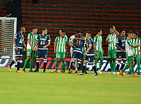 MEDELLÍN - COLOMBIA, 24-08-2018: Los jugadores de Atlético Nacional y Alianza Petrolera al término de partido de la fecha 6 entre Atlético Nacional y Alianza Petrolera, por la Liga Águila II 2018, jugado en el estadio Atanasio Girardot de la ciudad de Medellín. / The players of Atletico Nacional and Alianza Petrolera at the end of a match of the 6th date between Atletico Nacional and Alianza Petrolera for the Aguila League II 2018, played at Atanasio Girardot stadium in Medellin city. Photo: VizzorImage / León Monsalve / Cont.