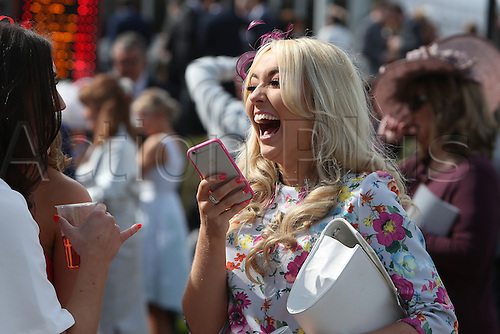 08.04.2016. Aintree, Liverpool, England. Crabbies Grand National Festival Day 2. A delighted racing fan.