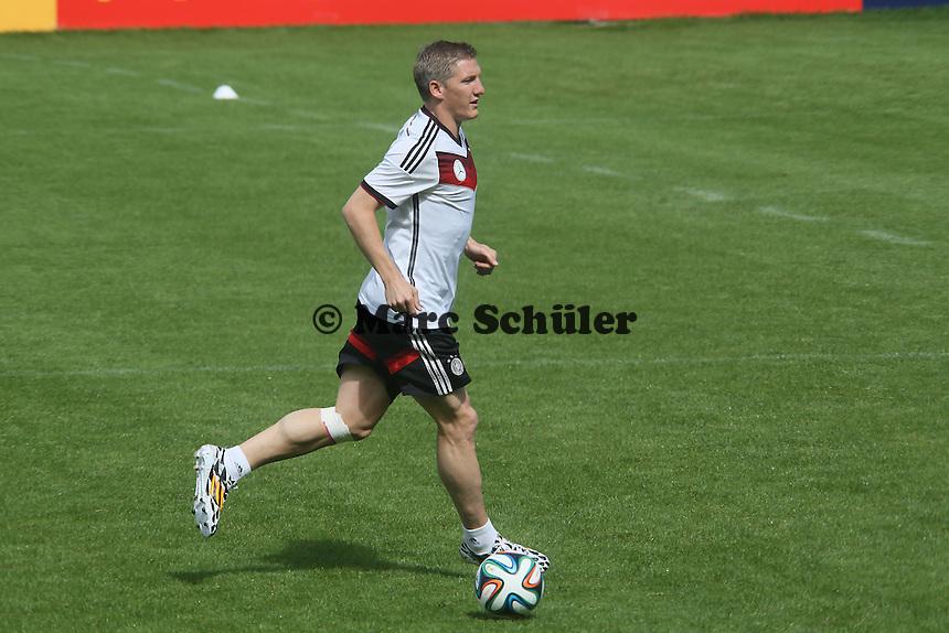 Bastian Schweinsteiger am Ball - Training der Deutschen Nationalmannschaft  zur WM-Vorbereitung in St. Martin
