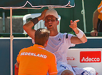 Austria, Kitzbühel, Juli 17, 2015, Tennis, Davis Cup, First round match between Dominic Thiem (AUT) vs Thiemo de Bakker (NED)  pictured: Thiemo de Bakker on the Dutch bench with captan Jan Siemerink<br /> Photo: Tennisimages/Henk Koster