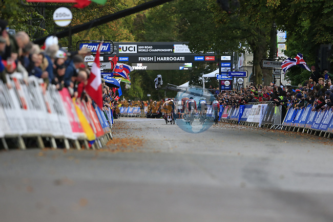 The lead group featuring Nils Eekhoff (NED), Stefan Bissegger (SUI), Thomas Pidcock (GBR), Samuele Battistella (ITA), Tobias Foss and Sergio Andreas Higuita (COL) sprint for the finish line of the Harrogate circuit during the Men U23 Road Race of the UCI World Championships 2019 running 186.9km from Doncaster to Harrogate, England. 27th September 2019.<br /> Picture: Eoin Clarke | Cyclefile<br /> <br /> All photos usage must carry mandatory copyright credit (© Cyclefile | Eoin Clarke)