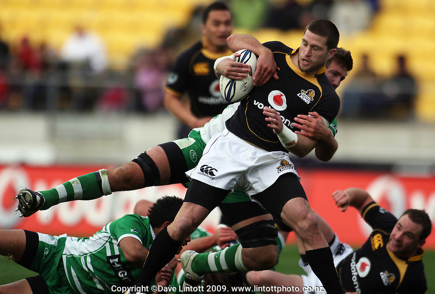 Manawatu number eight Brent Thompson tackles Cory Jane. Air NZ Cup - Wellington Lions v Manawatu Turbos at Westpac Stadium, Wellington, New Zealand. Saturday 3 October 2009. Photo: Dave Lintott / lintottphoto.co.nz