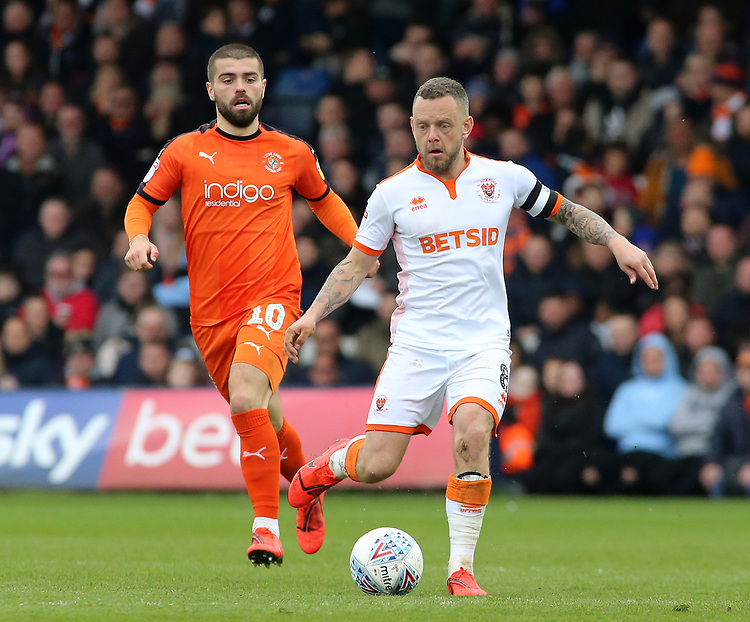 Blackpool's Jay Spearing gets away from Luton Town's Elliot Lee<br /> <br /> Photographer David Shipman/CameraSport<br /> <br /> The EFL Sky Bet League One - Luton Town v Blackpool - Saturday 6th April 2019 - Kenilworth Road - Luton<br /> <br /> World Copyright © 2019 CameraSport. All rights reserved. 43 Linden Ave. Countesthorpe. Leicester. England. LE8 5PG - Tel: +44 (0) 116 277 4147 - admin@camerasport.com - www.camerasport.com