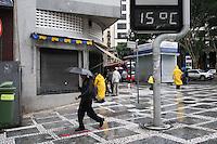 SAO PAULO, SP, 07-06-2012, CLIMA TEMPO.  Manha gelada e chuvosa em Sao Paulo neste feriado de Corpus Christ. Luiz GUarnieri/ Brazil Photo Press.