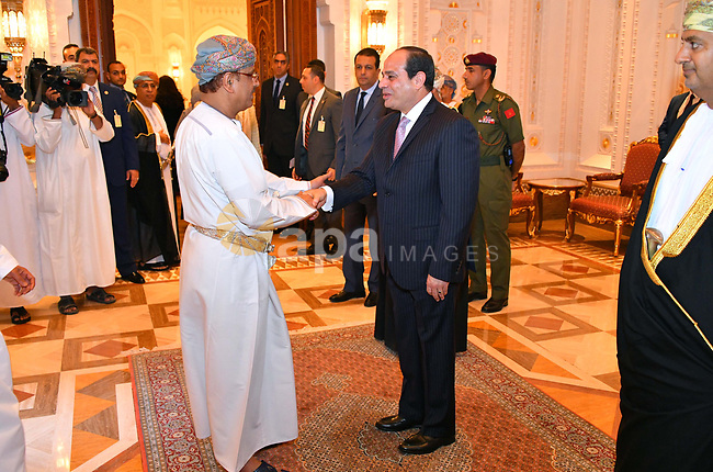 Egyptian President Abdel Fattah al-Sisi meets with Omani businessmen in the Gulf sultanate of Oman on February 6, 2018. Photo by Egyptian President Office