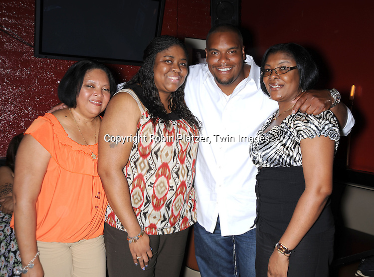 Sean Ringgold and fans from left Linda Cox, Kizeeta Williams and Kim Knowles