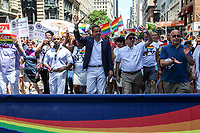 NEW YORK, EUA, 25.06.2017 - PARADA-NEW YORK - Governador de New York, Andrew Cuomo durante a Parada do Orgulho LGBT na cidade de New York nos Estados Unidos neste domingo, 25. (Foto: Vanessa Carvalho/Brazil Photo Press)