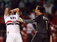 SAO PAULO SP, 05 Junho 2013 -  SAO PAULO X GOIAS -   Lance   entre Oswaldo e goleiro Renan durante partida válida pela quarta rodada do campeonato brasileiro de 2013 no Estádio do Morumbi em São Paulo, nesta quarta , 06. (FOTO: ALAN MORICI / BRAZIL PHOTO PRESS).