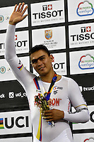 CALI – COLOMBIA – 18-02-2017: Fabian Puerta de Colombia, gana medalla de oro en la prueba Keirin, en el Velodromo Alcides Nieto Patiño, sede de la III Valida de la Copa Mundo UCI de Pista de Cali 2017. / Fabian Puerta of Colombia, win gold medal in the test Keirin, at the Alcides Nieto Patiño Velodrome, home of the III Valid of the World Cup UCI de Cali Track 2017. Photo: VizzorImage / Luis Ramirez / Staff.