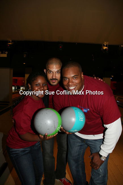 Shenell Edmonds - Terrell Tilford - Sean Ringgold bowl at the 2009 Daytime Stars and Strikes to benefit the American Cancer Society to benefit the American Cancer Society on October 11, 2009 at the Port Authority Leisure Lanes, New York City, New York. (Photo by Sue Coflin/Max Photos)