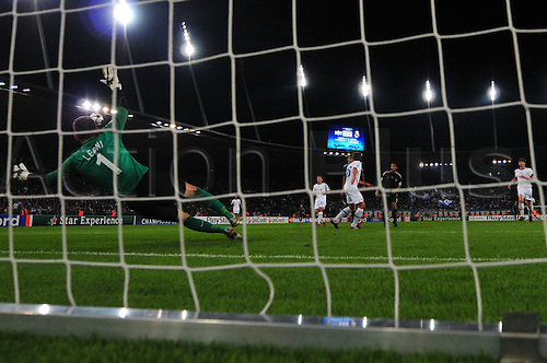 15th September 2009 - FC Zurich's goalkeeper Johnny Leoni tries to block a goal attempt during UEFA Champions League Group Stage at Stadion Letzigrund in Zurich, Switzerland. Real Madrid defeated FC Zurich 5-2. Photo: CalSport Media/ActionPlus. UK Licenses Only.