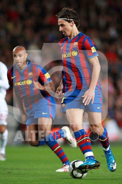 Football Season 2009-2010. Barcelona's player Zlatan Ibrahimovic and Thierry Henry during the Spanish first division soccer match at Camp Nou stadium in Barcelona November 07, 2009.
