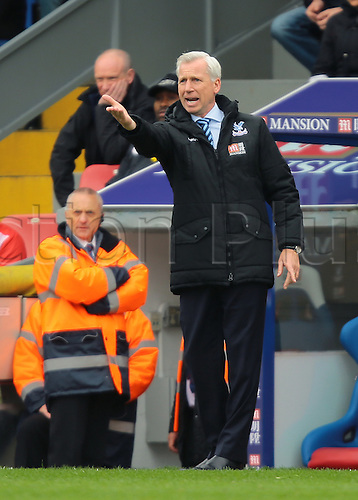 09.04.2016. Selhurst Park, London, England. Barclays Premier League. Crystal Palace versus Norwich. Crystal Palace Manager Alan Pardew shouts instructions to his players