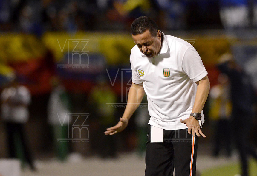 ENVIGADO –COLOMBIA, 26-04-2015: Juan Carlos Sanchez técnico de Envigado FC gesticula durante el encuentro con Millonarios por la fecha 17 de la Liga Águila I 2015 realizado en el Polideportivo Sur de la ciudad de Envigado./ Juan Carlos Sanchez coach of Envigado FC gestures during match against Millonarios for the 17th date of the Aguila League I 2015 at Polideportivo Sur in Envigado city.  Photo: VizzorImage/León Monsalve/STR