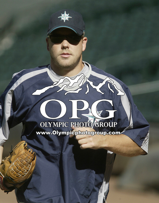 01 August 2007:   Seattle Mariners pitcher Jarrod Washburn warms up before the game against the Los Angeles Angels at Safeco Field . Seattle won 8-7 in 12 innings.