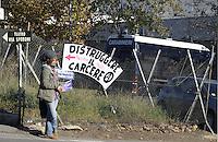 Roma 31 Dicembre 2012..Manifestazione contro il carcere a Rebibbia..Striscioni davanti il carcere