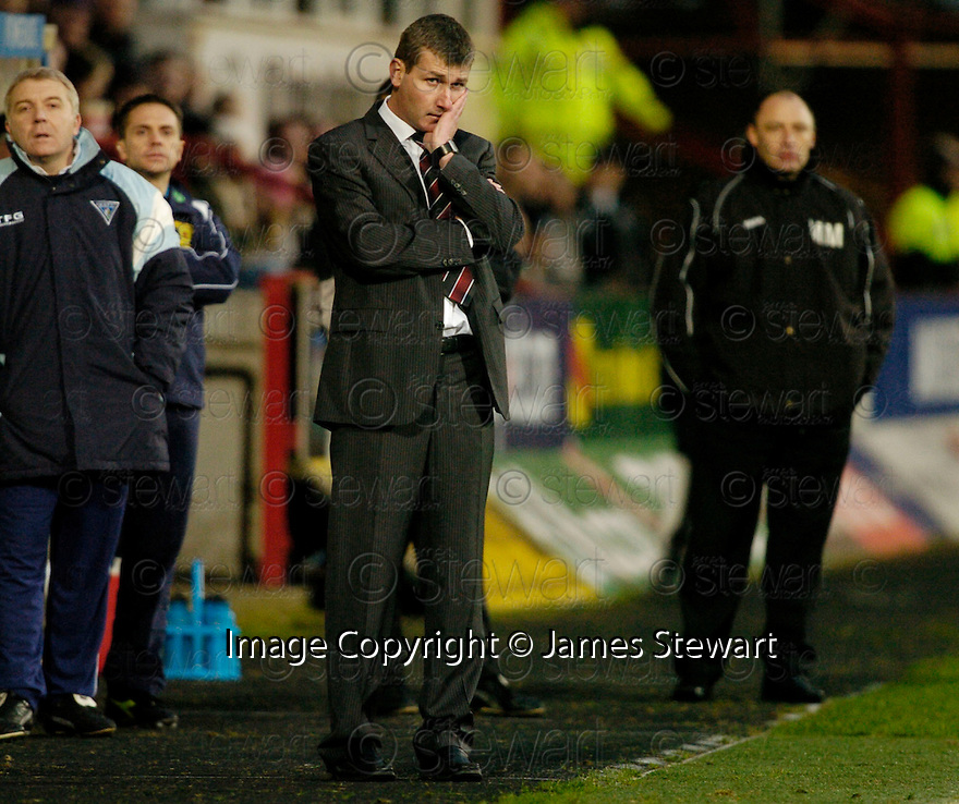 26/12/2006       Copyright Pic: James Stewart.File Name : sct_jspa07_dunfermline_v_motherwell.DUNFERMLINE MANAGER STEPHEN KENNY WATCHES HIS TEAM AGAINST MOTHERWELL....James Stewart Photo Agency 19 Carronlea Drive, Falkirk. FK2 8DN      Vat Reg No. 607 6932 25.Office     : +44 (0)1324 570906     .Mobile   : +44 (0)7721 416997.Fax         : +44 (0)1324 570906.E-mail  :  jim@jspa.co.uk.If you require further information then contact Jim Stewart on any of the numbers above.........