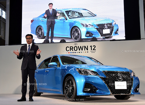 October 1, 2015, Tokyo, Japan - Chief Engineer Akira Akiyama of Toyota Motor Corp. comments on the new Crown as the worlds largest automaker unveils a minor-changed version of its flagship sedan in Tokyo on Thursday, October 1, 2015. The Crown,  entering its seventh decade in style, features Intelligent Transport Systems, a driver assist function that uses Japan's standardized ITS frequency of 760 MHz to receive and share data transmitted by external infrastructure and other vehicles. (Photo by Natsuki Sakai/AFLO) AYF -mis-