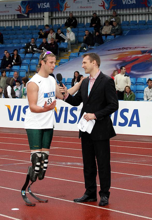 Photo: Paul Thomas..VISA Paralympic World Cup 2007. Athletics. 13/05/2007...Oscar Pristorius of South Africa talks to John Ridgeon.