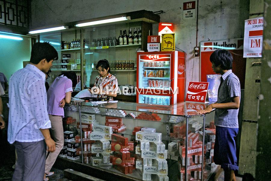 Pequeno comércio em Pequim. China. 1987. Foto de João Caldas.