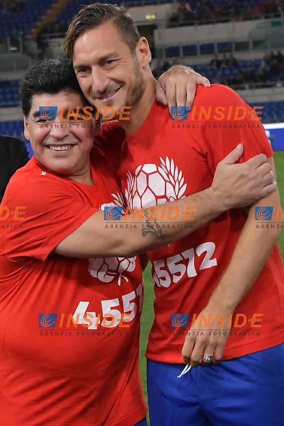 Diego Armando Maradona, Francesco Totti <br /> Roma 12-10-2016 Stadio Olimpico <br /> Incontro di calcio benefico Uniti per la Pace <br /> Charity football match United for Peace . Foto Andrea Staccioli / Insidefoto