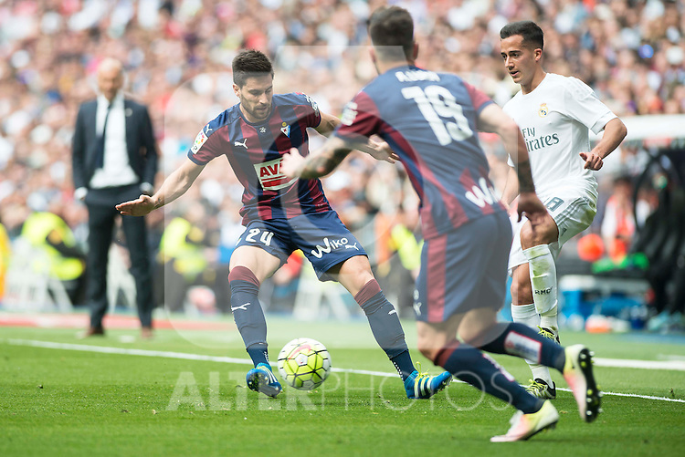 Real Madrid's Lucas Vazquez and Sociedad Deportiva Eibar's Adrian Gonzalez and Antonio Luna during La Liga match. April 09, 2016. (ALTERPHOTOS/Borja B.Hojas)