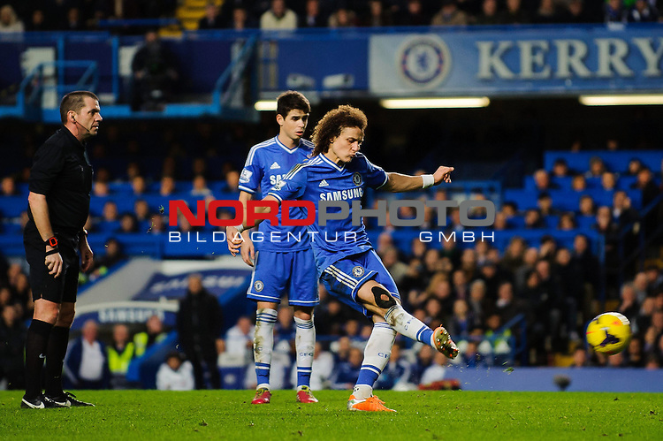 Chelsea Defender David Luiz (BRA) shoots from a free kick during the match -   19/01/2014 - SPORT - FOOTBALL - Stamford Bridge, London - Chelsea v Manchester United - Barclays Premier League.<br /> Foto nph / Meredith<br /> <br /> ***** OUT OF UK *****