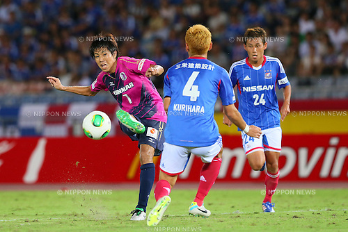 (L-R) Toru Araiba (Cerezo), SEPTEMBER 14, 2013 - Football / Soccer : <br /> 2013 J.LEAGUE Division 1, 25th Sec <br /> match between Yokohama F Marinos 1-1 Cerezo Osaka<br />  at Nissan Stadium in Kanagawa, Japan. (Photo by AFLO SPORT) [1156]
