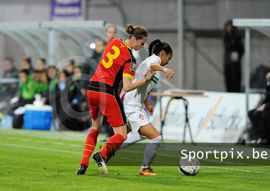 Belgian Red Flames - Portugal (31/10/2013) :<br /> Heleen Jaques (L) in duel met Melissa Gomes (R)<br /> Dirk Vuylsteke / foto VDB