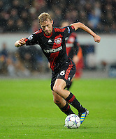 FUSSBALL   CHAMPIONS LEAGUE   SAISON 2011/2012  Bayer 04 Leverkusen - FC Valencia           19.10.2011 Simon ROLFES  (Bayer 04 Leverkusen) Einzelaktion am Ball