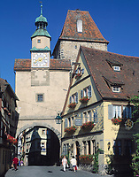 Deutschland, Bayern, Franken, Rothenburg ob der Tauber: Markusturm und Röderbogen | Germany, Bavaria, Upper Bavaria, Franconia, Rothenburg ob der Tauber: Markus tower and Roeder arch