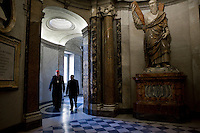 Citta del Vaticano, 20 Novembre, 2014. Il cardinale George Pell cammina all'interno della Basilica di San Pietro. <br /> Australian Cardinal and Prefect of the Secretariat for the Economy, George Pell (L) walks into the interior of St. Peter Basilica