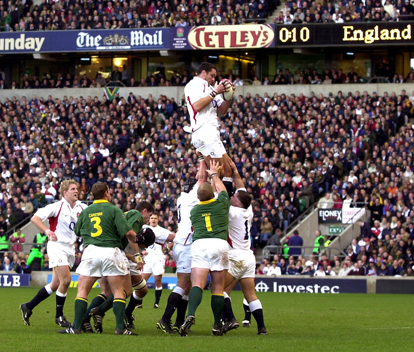 Photo: Richard Lane..England v South Africa. Investec Challenge at Twickenham. 23/11/2002..Martin Johnson claims a lineout.