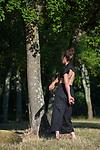 PERCHÉE DANS LES ARBRES<br /> <br /> Conception, chorégraphie Aurélie Gandit<br /> Texte Magali Mougel<br /> Interprétation Sarah Grandjean (danse), Chloé Sarrat (texte)<br /> Création, régie lumières Lucie Cardinal<br /> Création sonore Jean-Phillipe Gross<br /> Régie générale, son Stephan Faerber<br /> Costumes Céline Targa<br /> Administration, production Nona Holtzer<br /> Communication, diffusion Mathilde Bonhomme<br /> Production Compagnie La Brèche – Aurélie Gandit.<br /> samedi 22 juin 2019 à 07h00<br /> Parc du Duché<br /> Cadre : Festival Uzès Danse