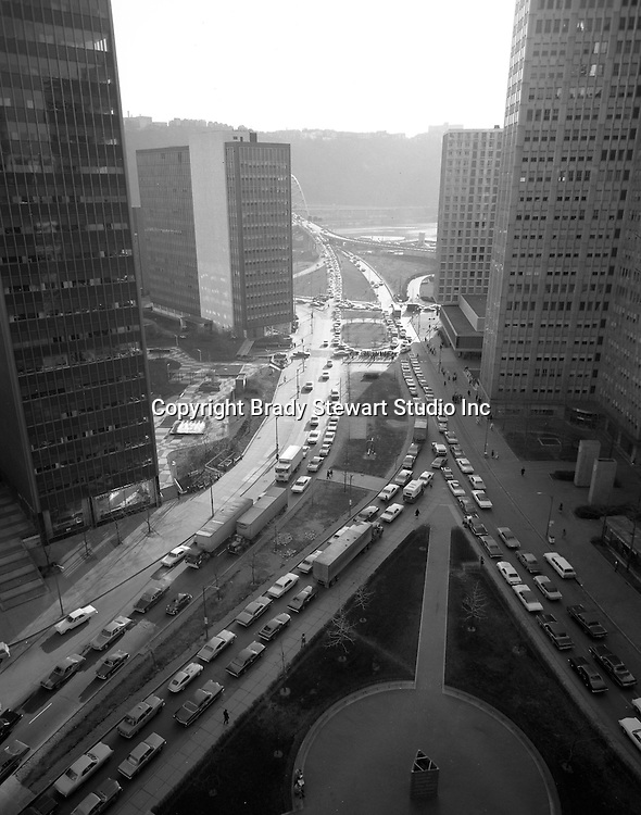 Pittsburgh PA:  View of the Port Authority Transit Strike in 1971. Rush hour traffic trying to get to the Fort Pitt tunnels from Liberty and Penn Avenues.  Photo taken from the roof of the Empire Building where Brady Stewart Studio had offices from 1966 to 1984.